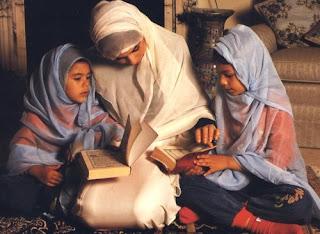 peran keluarga dalam mendidik anak