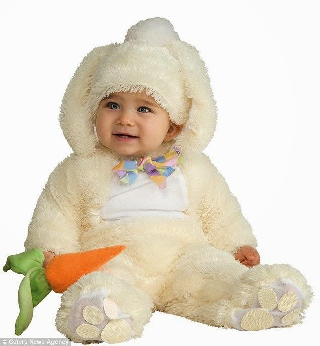 gambar bayi memakai kostum yang lucu