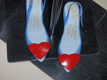 Lyseblå sko med knall hjerter, hadde lyst på de men har ikke noe som matcher !