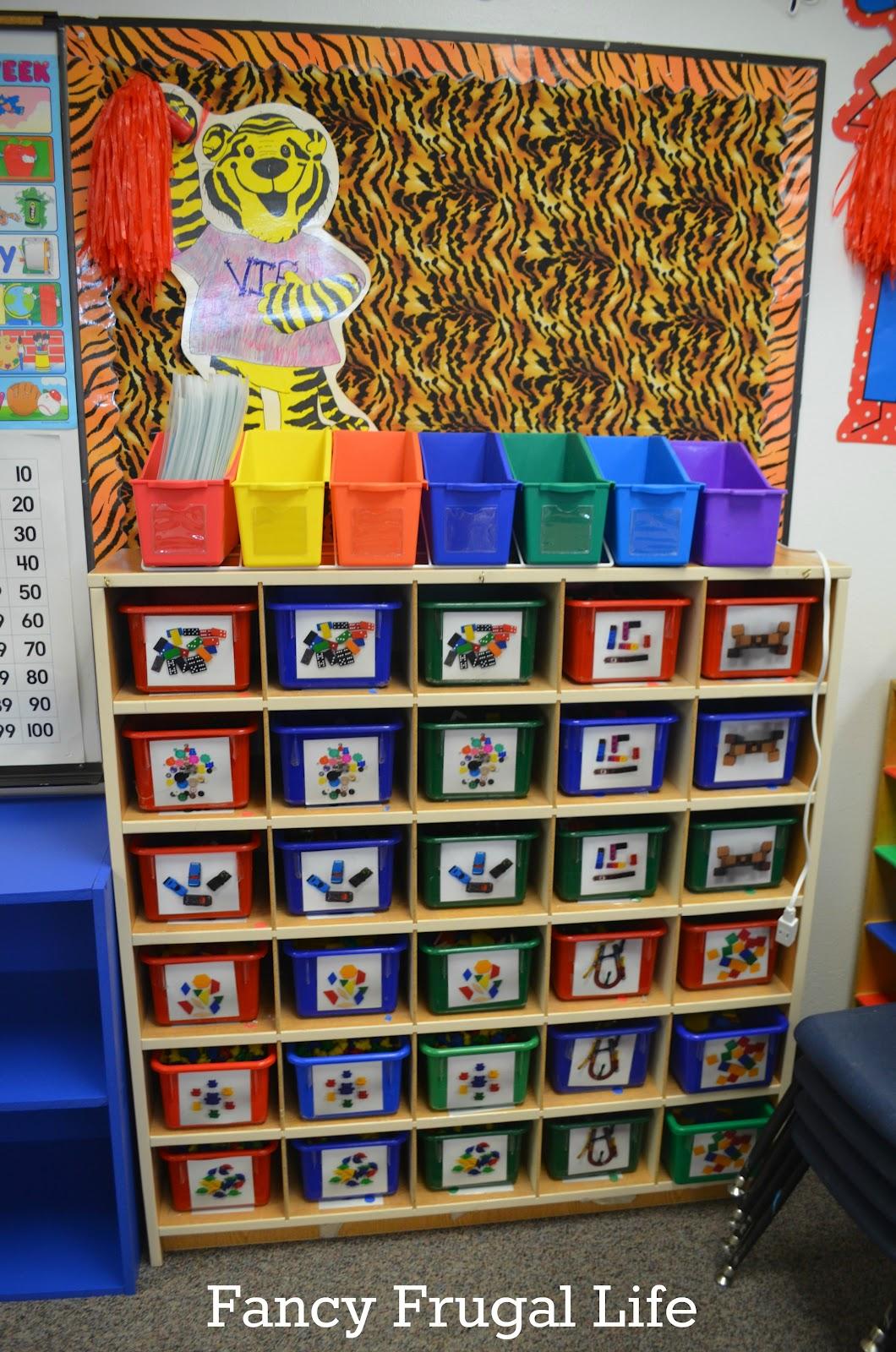 A classroom organization tour of mrs g s class - Puertas para ninos ...