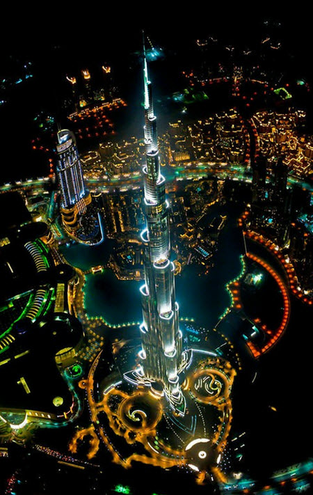 Espectacular vista nocturna desde un helicóptero del Burj Khalifa
