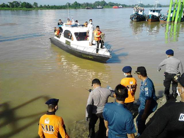 Tim Gabungan Polair Polda Jambi Evakuasi Tiga Jenazah Korban Kapal Tenggelam