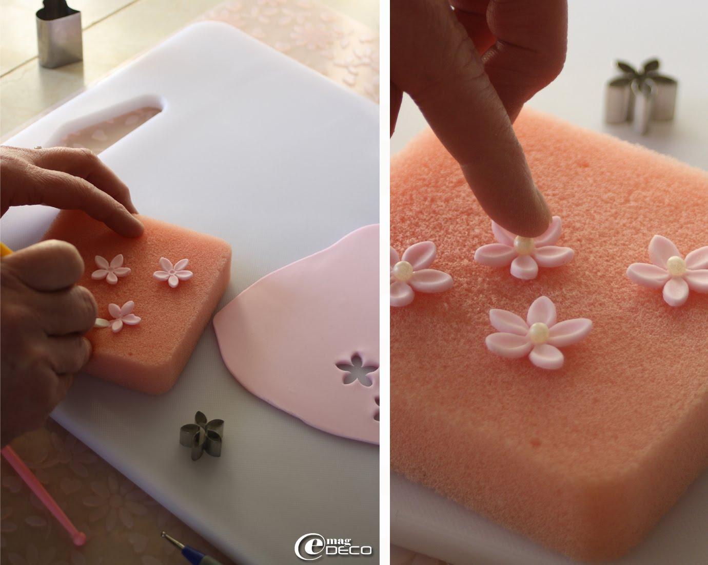 Création de petites fleurs en pâte à sucre pour la décoration de cupcakes