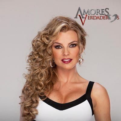 Fotos de Marjorie de Sousa como Kendra Ferretti en Amores Verdaderos