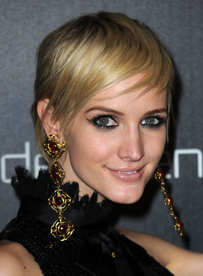 Short Blonde Hair - Hair Highlighting