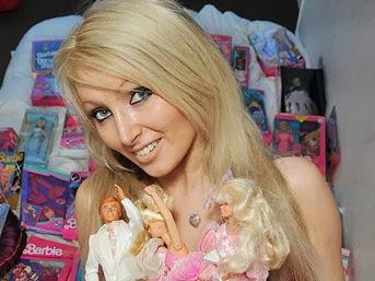 wanita boneka