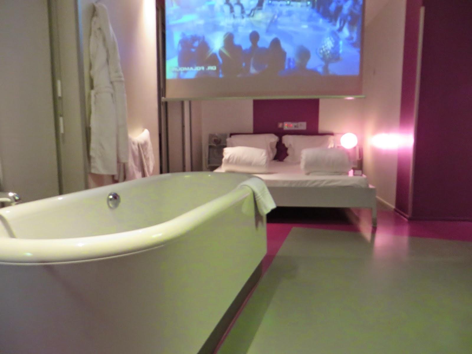entrevoir hi hotel nice matali crasset. Black Bedroom Furniture Sets. Home Design Ideas
