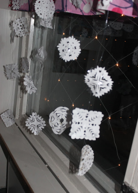 paperiset lumihiutaleet