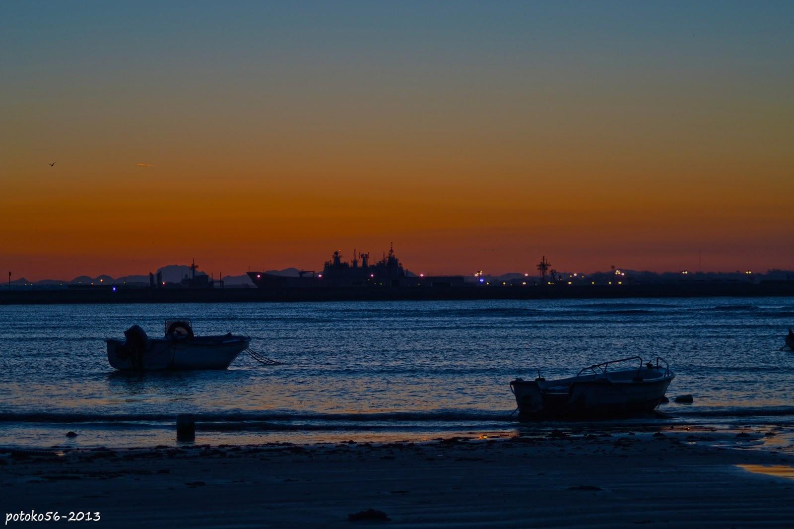El resplandor de la mañana en la playa