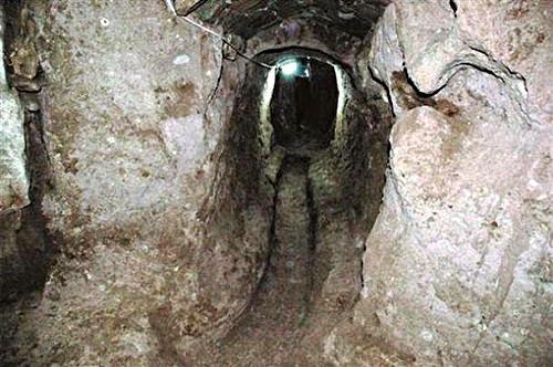 ciudad subterranea bajo una casa