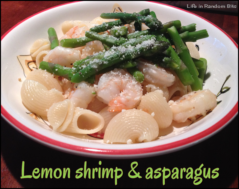 Lemon shrimp & asparagus (10 WW PP) ~ Life in Random Bits #recipe #shrimp #weightwatchers