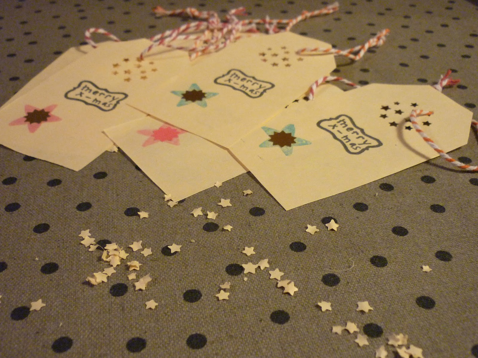étiquettes tag avec perforeuse étoile hema