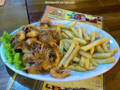 Desembarque Caranguejo: Porção de Camarão com Fritas