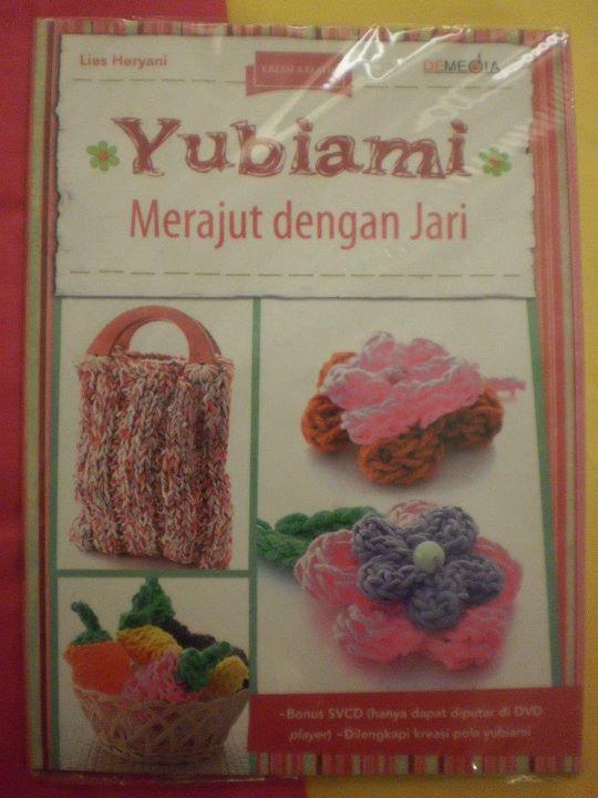 Yubiami merajut dengan jari + CD