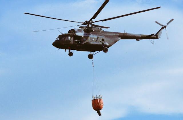 Mi-17 de la Aviación del Ejército con sistema Bambi bucket,