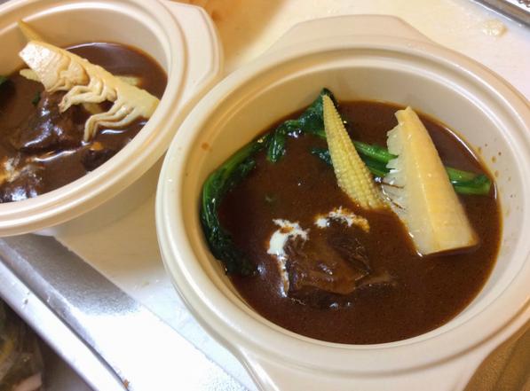 初節句のお祝い料理に:柔らかく煮込んだビーフシチュー、季節野菜を添えて