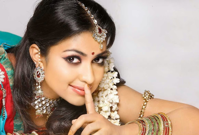 Amala Paul HD Wallpaper