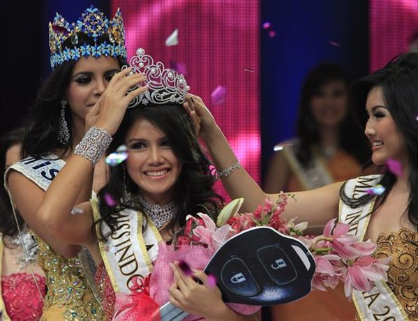 Miss Puteri Indonesia 2012 winner Ines Putri Tjiptadi Chandra