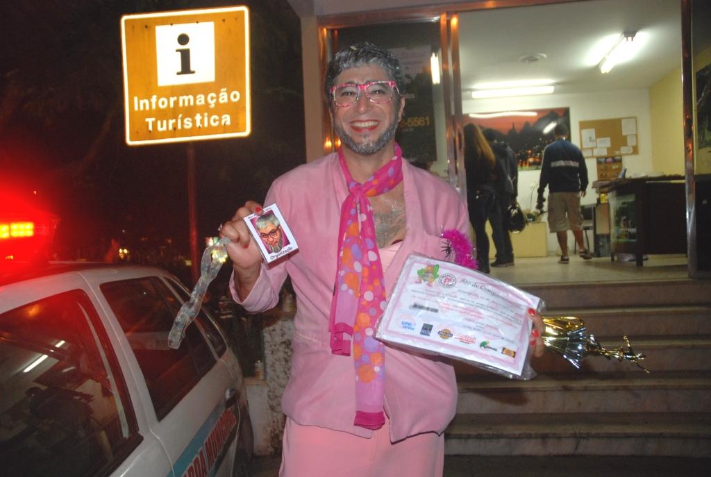 Presidente do bloco 'Piranhas da Serra, Aranha, comemora a festa homenageando o personagem de Chico Anísio, Aroldo, o Hétero