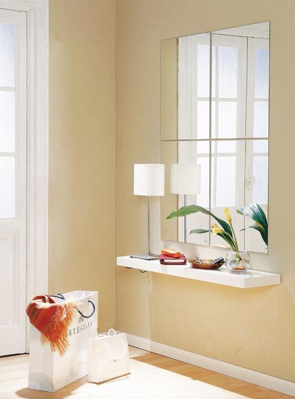 no te olvides de poner un buen espejo para ampliar el espacio y reflejar la luz