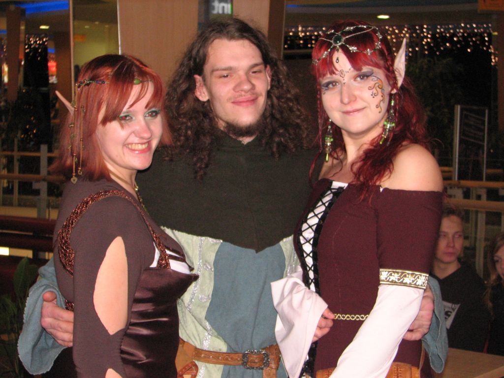 Dwie elfki i Wysoki Człowiek na premierze hobbita Petera Jacksona