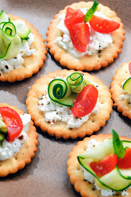 simple and super easy baby shower food ideas, dessert inspirations - Bite size canapes with cottagecheese,courgette and tomato