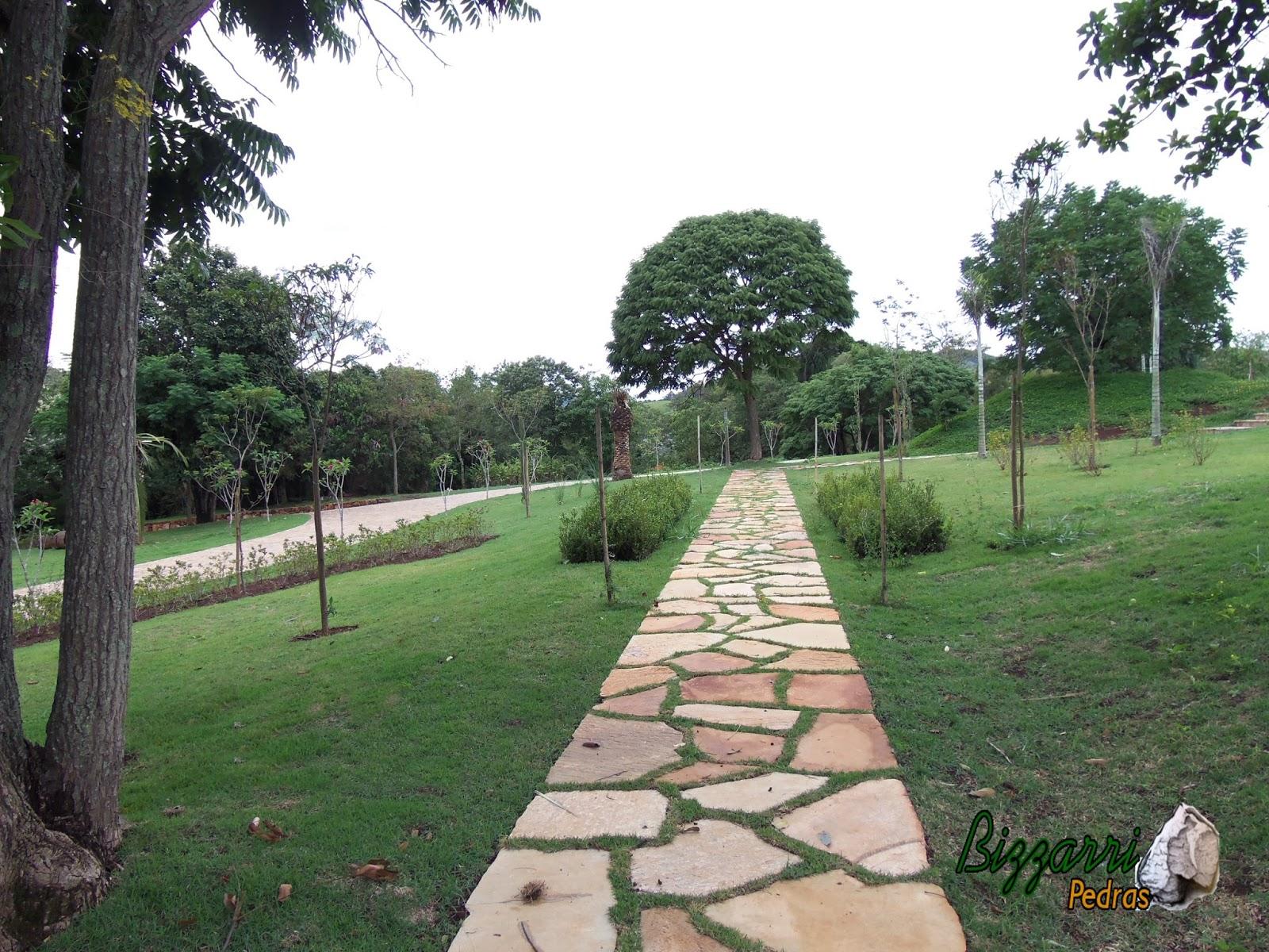 pedra jardim caminho:Caminho de pedra pronto com pedra tipo cacão de Goiás com junta de