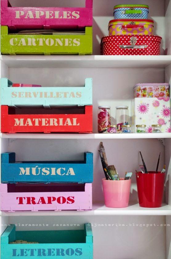 Cajas de frutas de colores para organizar