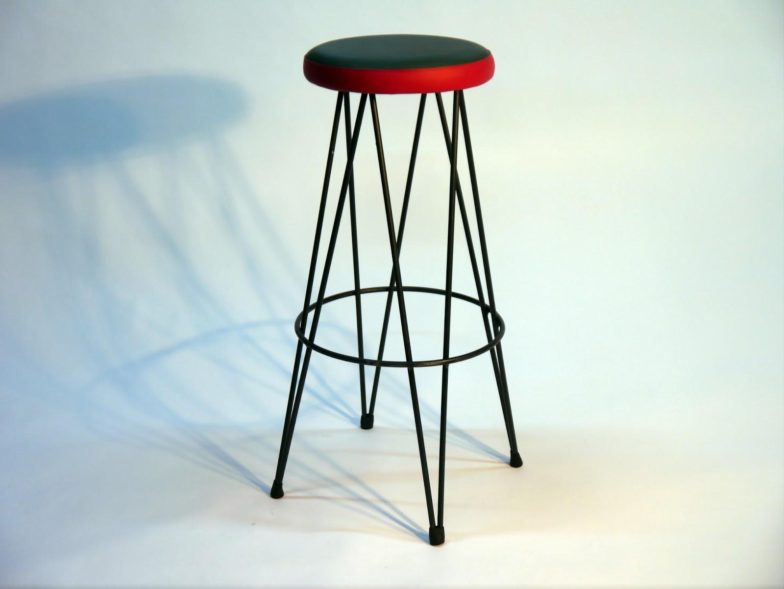 Mesas y sillas en metal de estilo industrial en hierro y for Mesas y sillas de madera