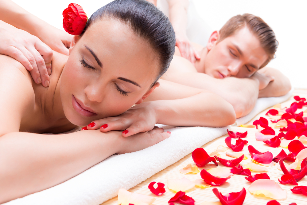 Lake of the ozarks vacation rentals 5 romantic things to for Romantic spa weekends for couples
