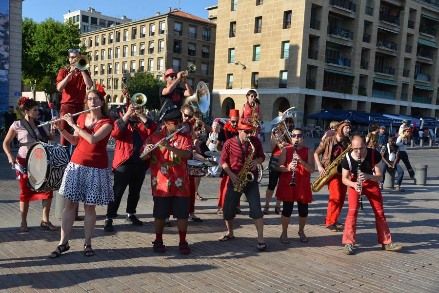 Fanfare Tahar Tag'l en concert gratuit pour l'arrivée du tour de France Alternatiba 2015 à Marseille