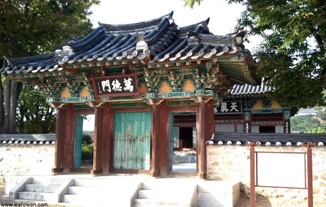 Santuario Cheonjingung de Miryang en Corea del Sur