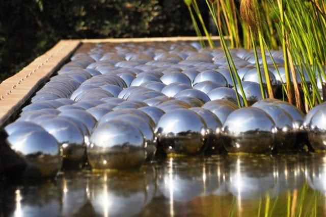 Narcissus Garden de Yayoi Kusuma