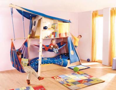 esta cama de haba es un autntico parque de juegos dentro de la casa aqu los nios se divierten escalando bajando por la cuerda leyendo en la parte