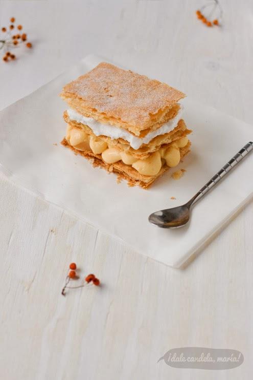 Receta de milhojas con hojaldre invertido, manzana caramelizada, crema pastelera y merengue