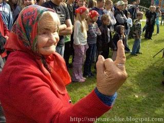 Perverzna, baba pokazuje, srednji prst,  smjesne, slike, ludilo idioti