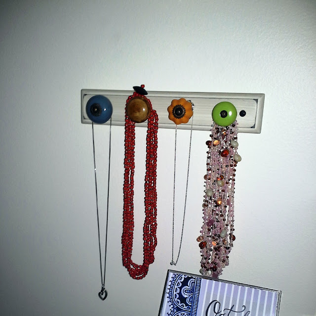 DIY: Necklace Holder