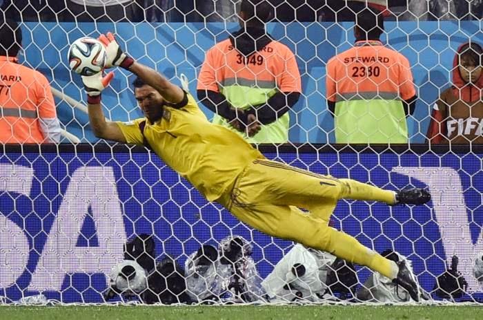 """FÚTBOL Mundial de Brasil-- Holanda (2)0-0(4) Argentina. """"Soporífera semifinal decidida en los penaltis"""""""