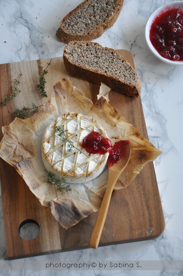 Due bionde in cucina: Camembert al forno con composta di mirtilli ...