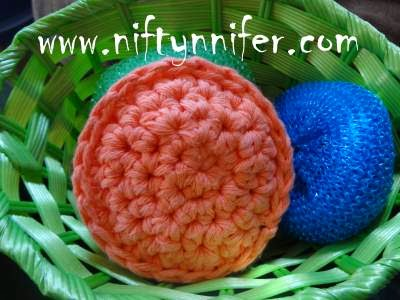http://www.niftynnifer.com/2013/10/free-chunky-hdc-scrubby-pattern-by.html