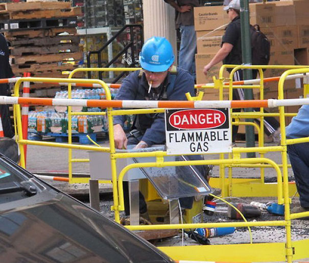 http://4.bp.blogspot.com/-6bZjEO0e340/Uv3xnzJ8hkI/AAAAAAAAp_k/4uZwGZMlegI/s1600/15_men-safety-fails-14.jpg