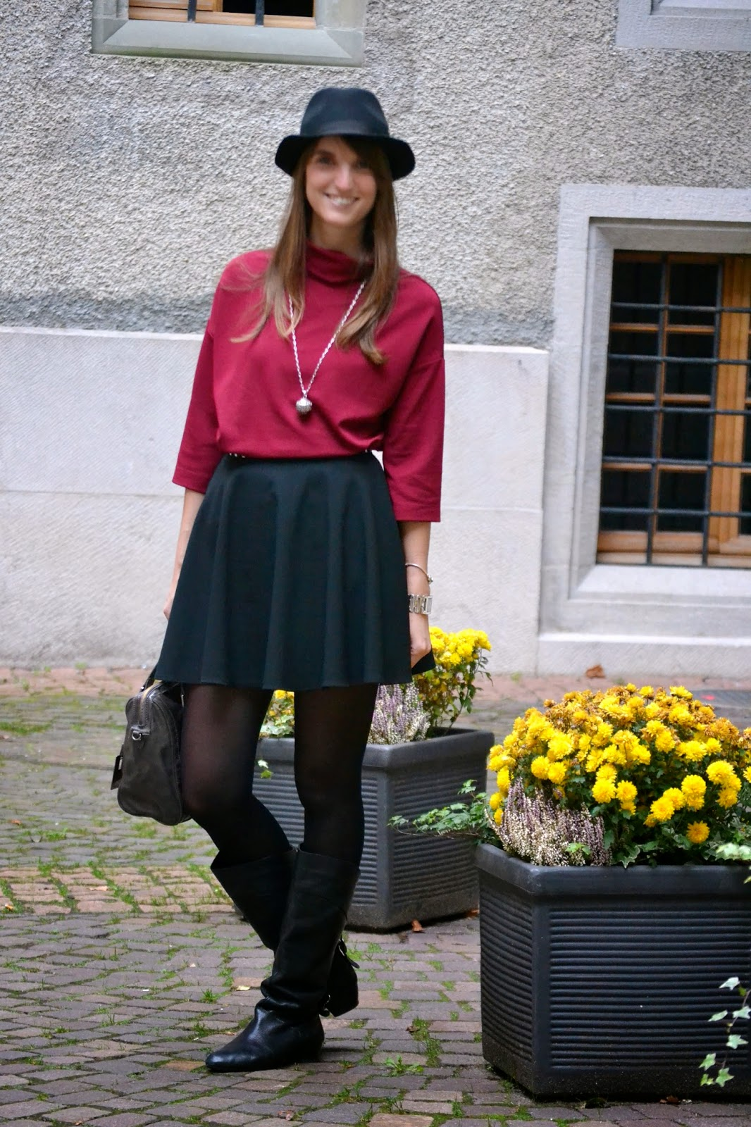 look navideño, mini falda y jersey de manga caída, fashion blogger
