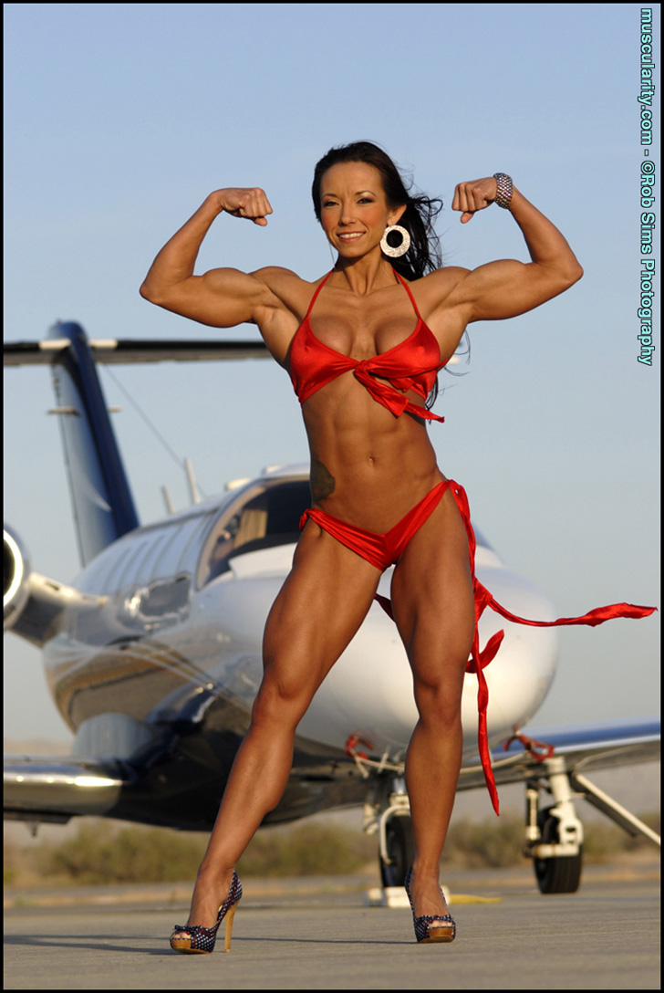Patricia Beckman Flexing Her Biceps And Posing Her Ripped Physique