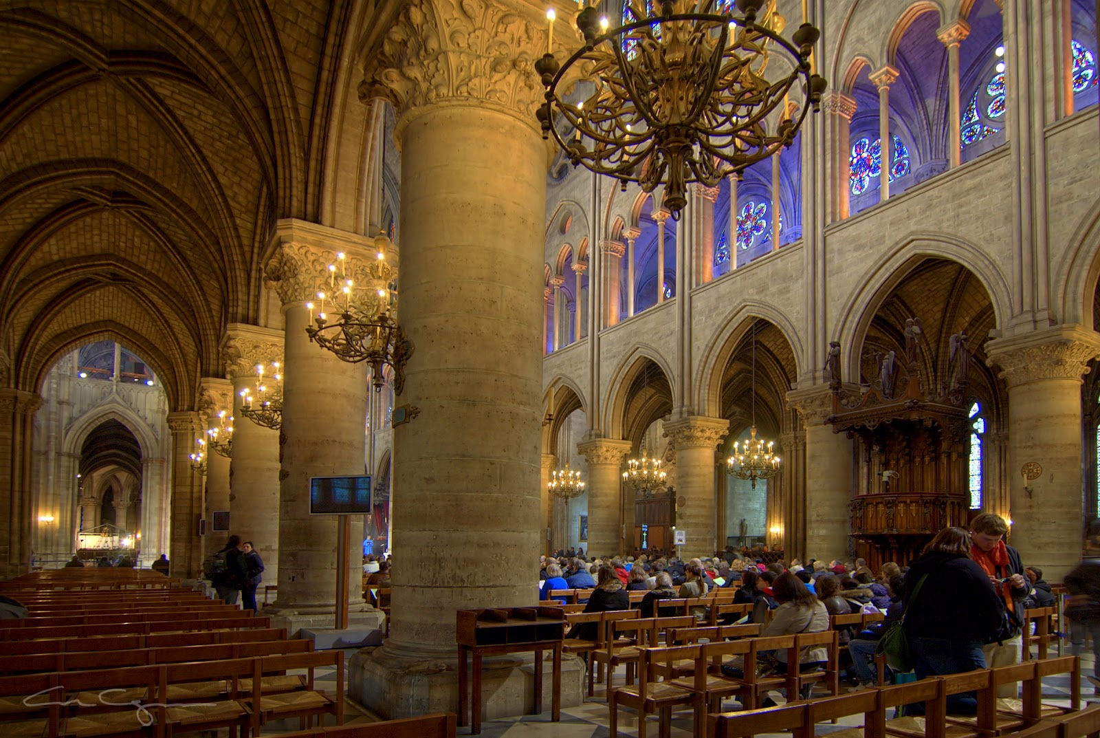 1000 words for france notre dame cathedral interior