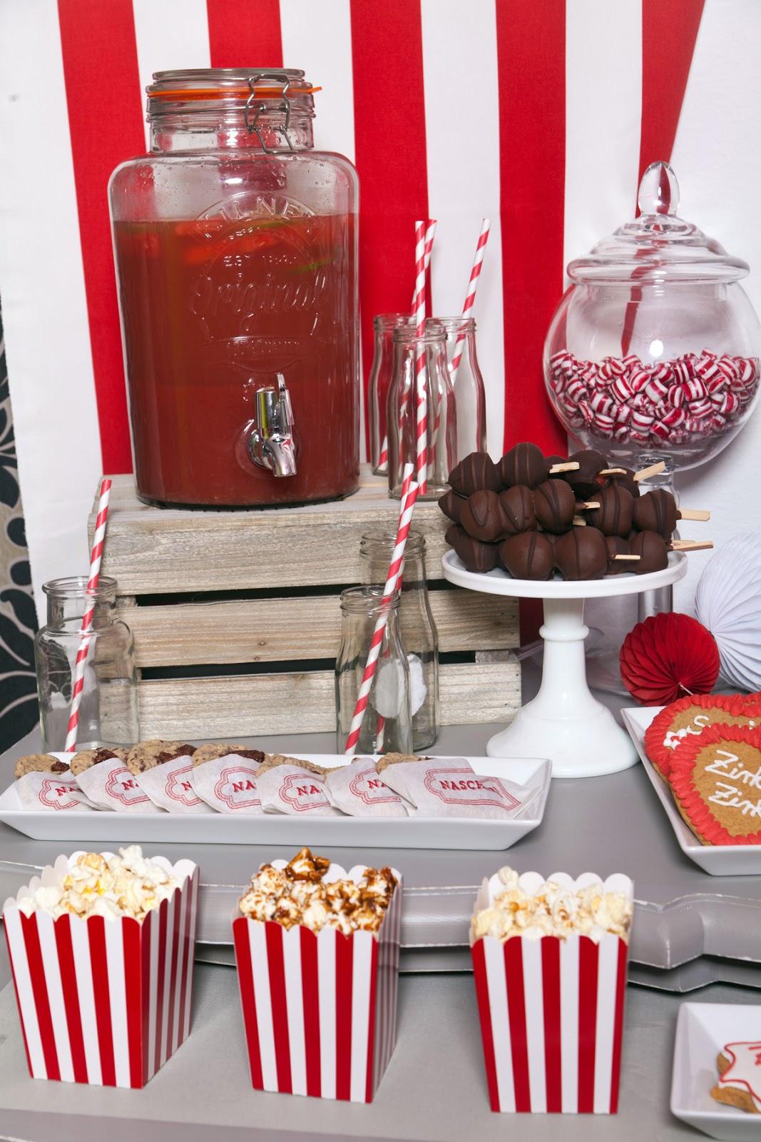 Zirkus zirkus sweet table zum oktoberfest start for Komplette wohnzimmereinrichtung