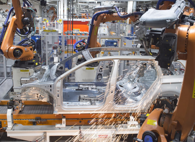 http://asalasah.blogspot.com/2015/07/teknisi-mobil-dibunuh-robot-di-pabrik.html