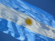 . decreto por el cuál la Bandera argentina deberá estar enarbolada durante . foto bandera argentina