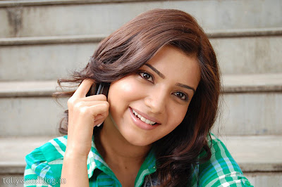 Actress Samantha Cute in Green Dress Photos