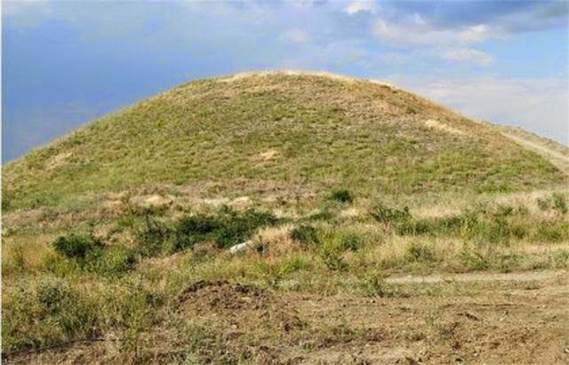 Μια 2013 εικόνα του αρχαίου Θρακικού ανάχωμα ενταφιασμών (τύμβος), γνωστό ως Παμούκ Μογκίλα κοντά στην πόλη της Brestovitsa στη νότια Βουλγαρία. Μια παρόμοια Θρακικό τύμβο τώρα να ανασκαφεί σε Tatarevo πλησίον του Plovdiv. Φωτογραφία: PlovdivLive