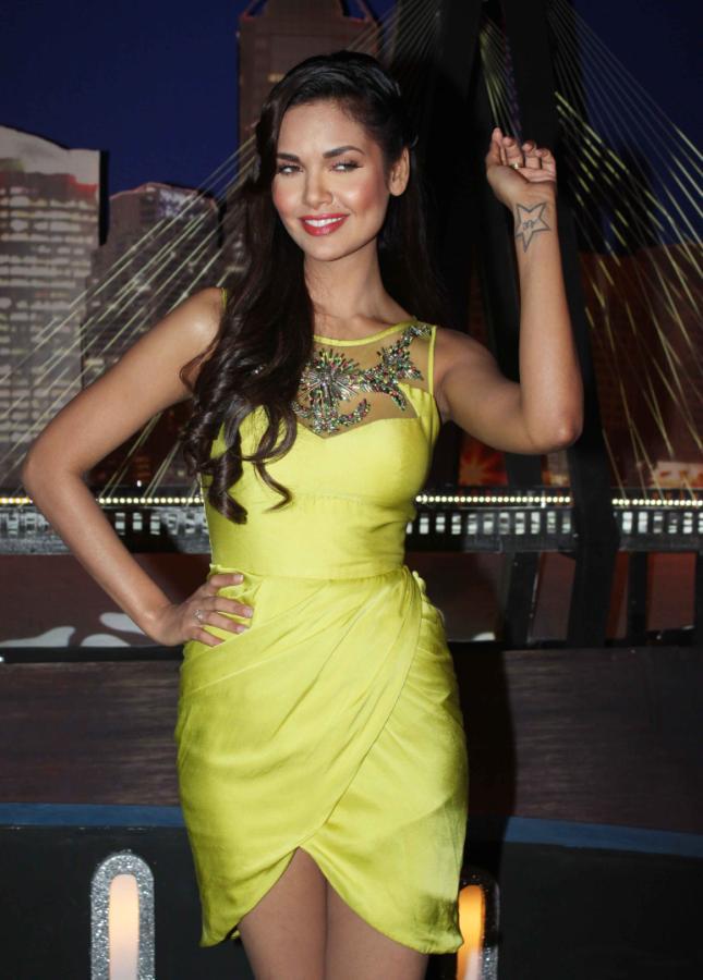 esha gupta on the sets of laugh india laugh glamour  images